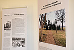 Foto von zwei Ausstellungstafeln der Sonderausstellung