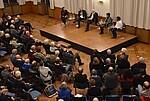 Podium mit Zuschauern